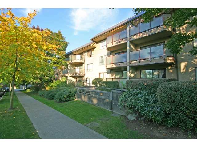"Main Photo: 105 2150 BRUNSWICK Street in Vancouver: Mount Pleasant VE Condo for sale in ""MOUNT PLEASANT PLACE"" (Vancouver East)  : MLS(r) # V884597"