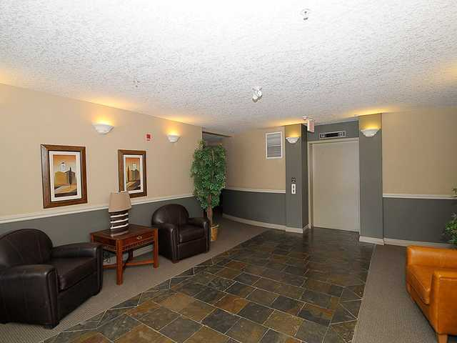 Photo 3: 201 10 HEMLOCK Crescent SW in CALGARY: Spruce Cliff Condo for sale (Calgary)  : MLS® # C3607807