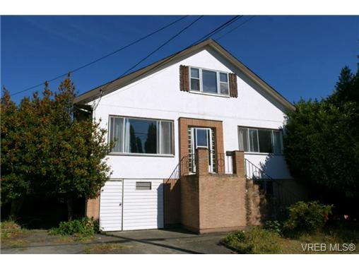 Main Photo: 553 Raynor Avenue in VICTORIA: VW Victoria West Revenue Triplex for sale (Victoria West)  : MLS(r) # 342684