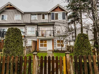 "Main Photo: 72 12677 63 Avenue in Surrey: Panorama Ridge Townhouse for sale in ""Sunridge Estates"" : MLS(r) # R2031671"