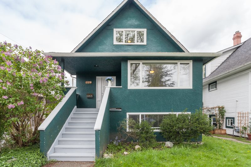 Main Photo: 229 E 23RD Avenue in Vancouver: Main House for sale (Vancouver East)  : MLS®# R2055170