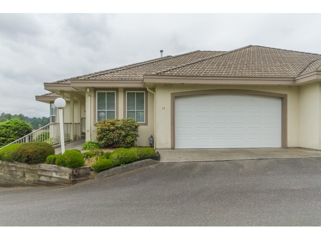 "Main Photo: 17 3354 HORN Street in Abbotsford: Central Abbotsford Townhouse for sale in ""BLACKBERRY ESTATES"" : MLS® # R2071076"