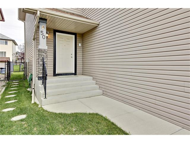 Photo 3: 50 PANAMOUNT Gardens NW in Calgary: Panorama Hills House for sale : MLS® # C4067883