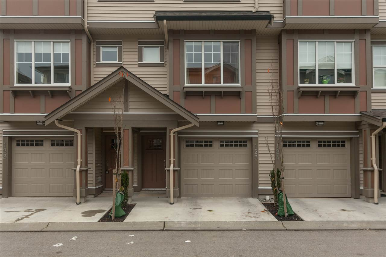 "Main Photo: 123 10151 240 Street in Maple Ridge: Albion Townhouse for sale in ""ALBION STATION"" : MLS®# R2124549"