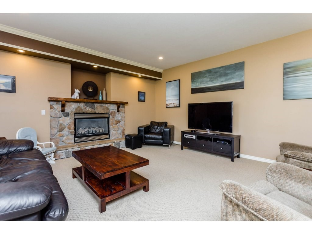Photo 11: 4215 199A Street in Langley: Brookswood Langley House for sale : MLS® # R2149185