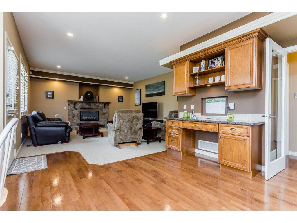 Photo 10: 4215 199A Street in Langley: Brookswood Langley House for sale : MLS® # R2149185