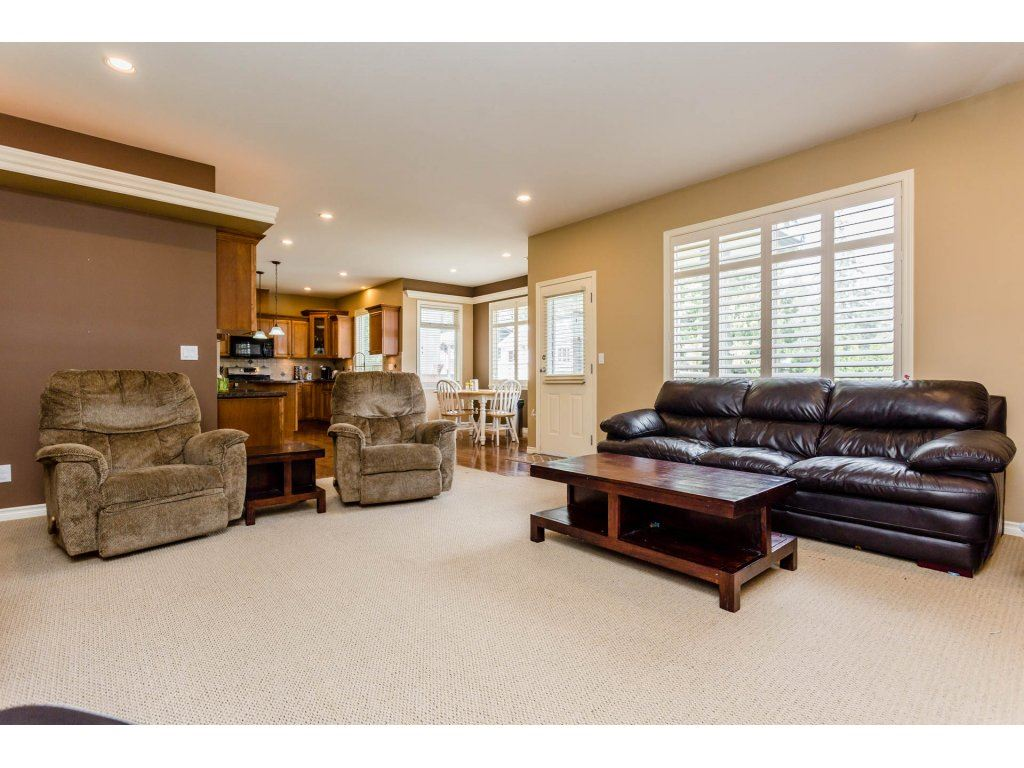 Photo 12: 4215 199A Street in Langley: Brookswood Langley House for sale : MLS® # R2149185