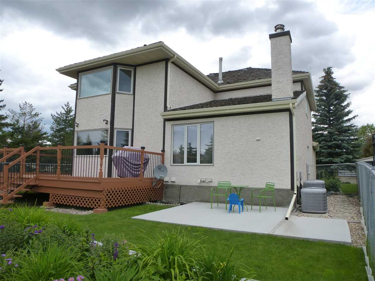 Photo 4: 315 ORMSBY Road in Edmonton: Zone 20 House for sale : MLS(r) # E4059577