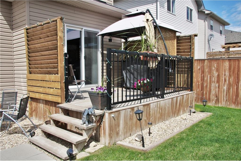 Great deck with lots of privacy!