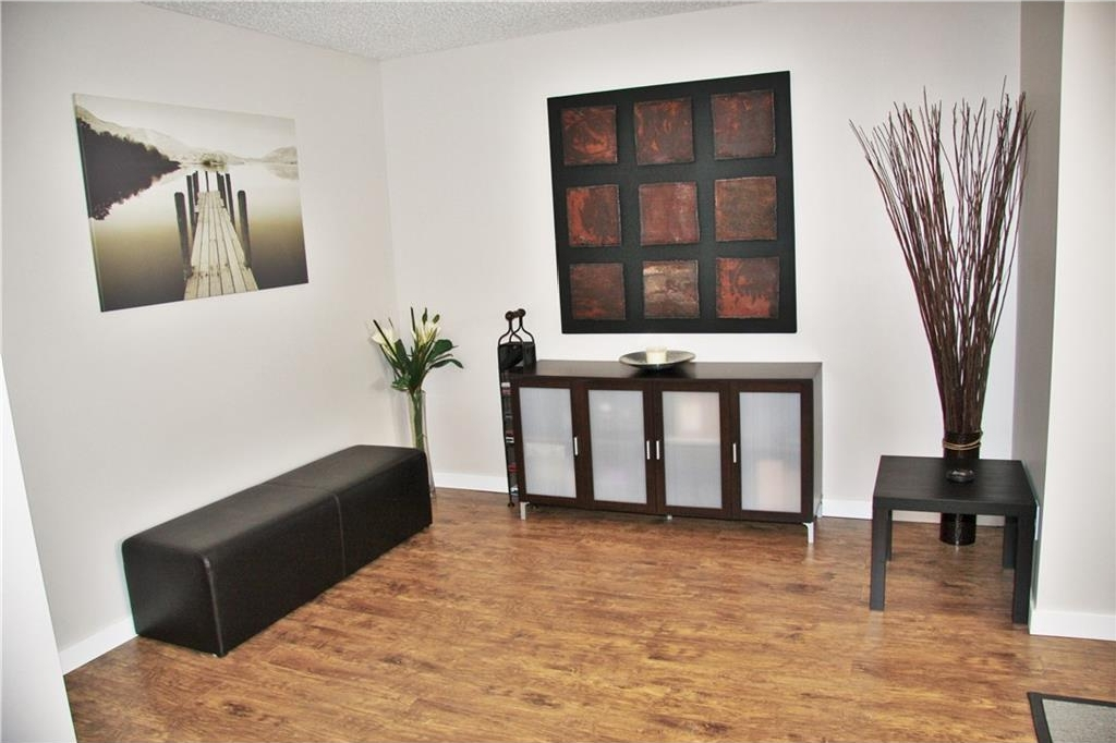 Perfect for an office area or music area ....lots of space!