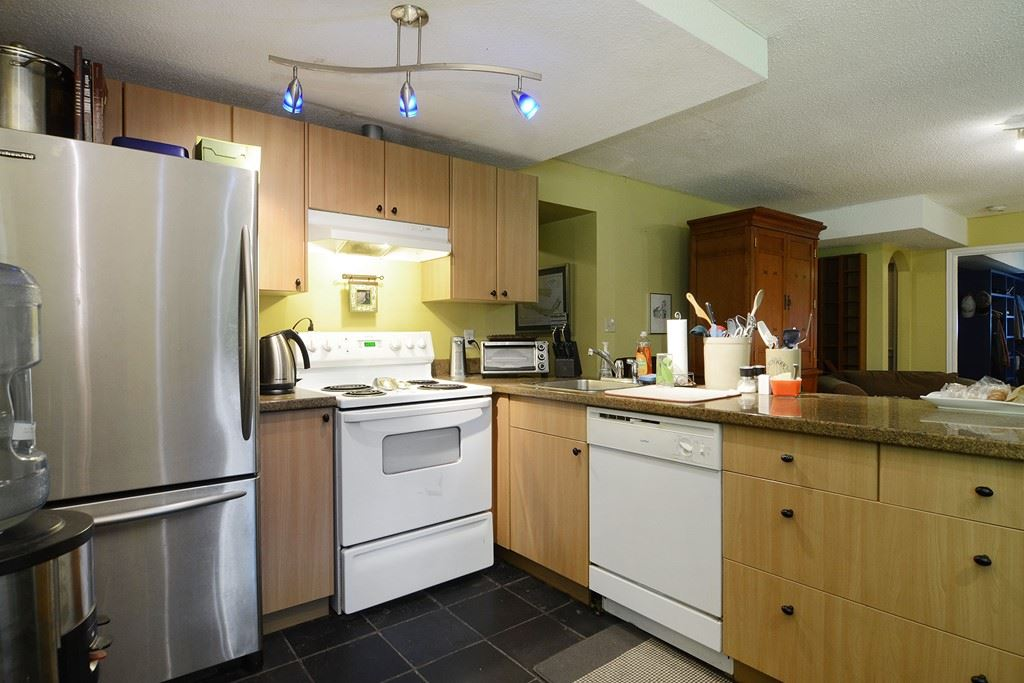 Photo 16: 1401 WINSLOW Avenue in Coquitlam: Central Coquitlam House for sale : MLS® # R2178308