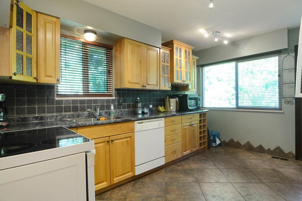 Photo 7: 1401 WINSLOW Avenue in Coquitlam: Central Coquitlam House for sale : MLS® # R2178308
