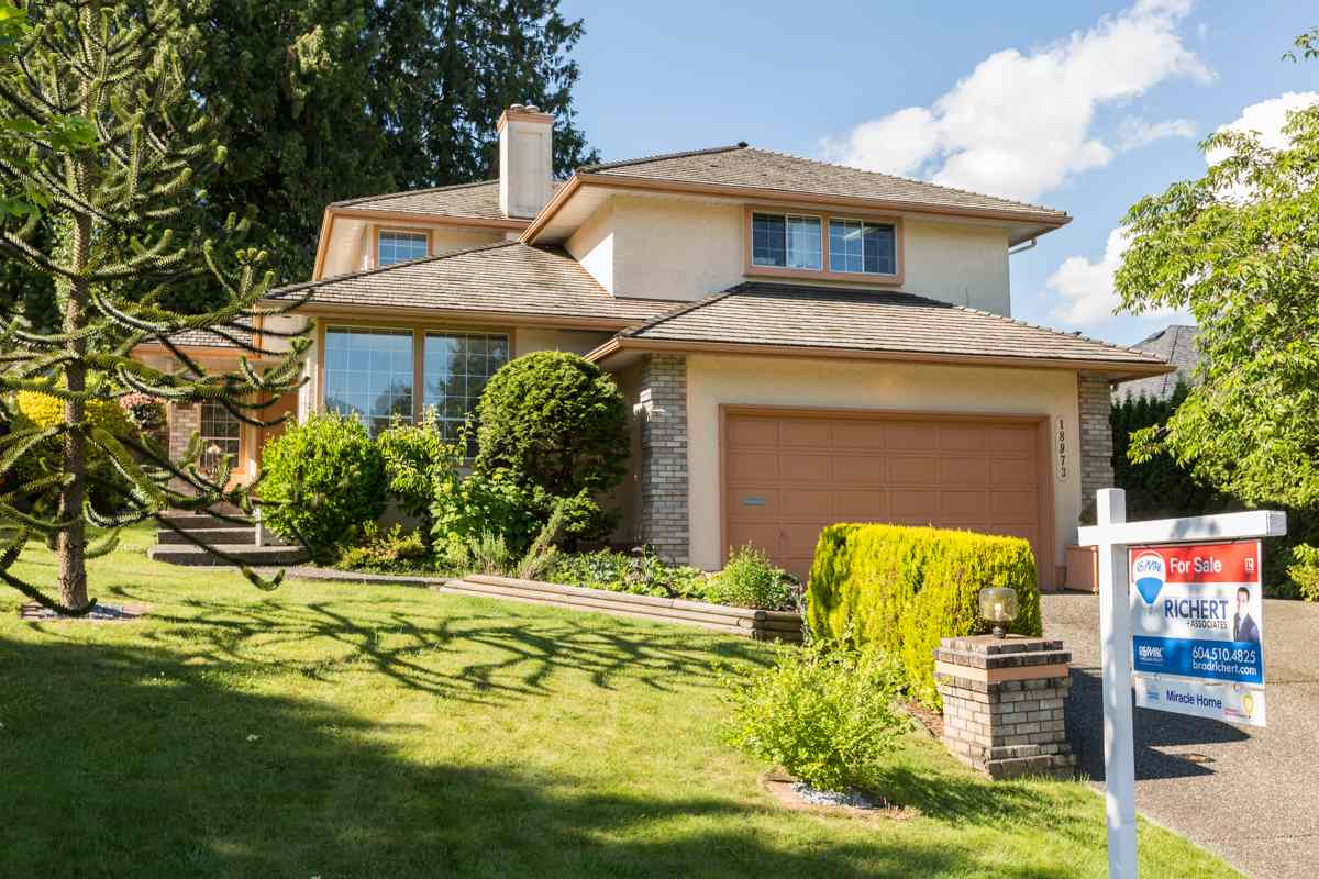 "Main Photo: 18973 58TH Avenue in Surrey: Cloverdale BC House for sale in ""Rosewood Park"" (Cloverdale)  : MLS® # R2179621"