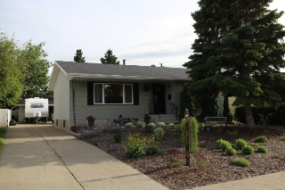 Main Photo: 8423 34A Avenue in Edmonton: Zone 29 House for sale : MLS(r) # E4070843