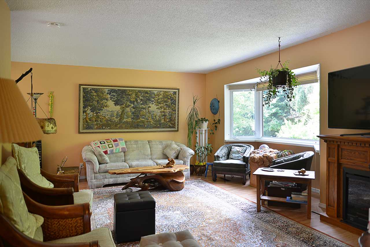 Photo 3: 594 SHAW Road in Gibsons: Gibsons & Area House for sale (Sunshine Coast)  : MLS® # R2182596
