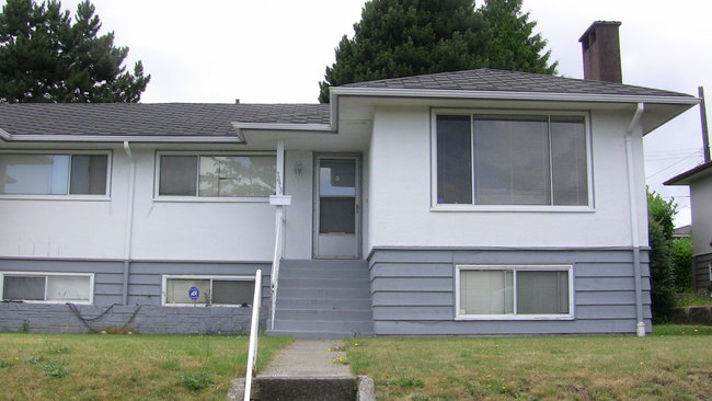 Main Photo:  in Vancouver: House 1/2 Duplex for sale