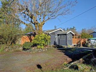 Main Photo: 1368 Courtland Avenue in VICTORIA: SW Interurban Single Family Detached for sale (Saanich West)  : MLS® # 388880