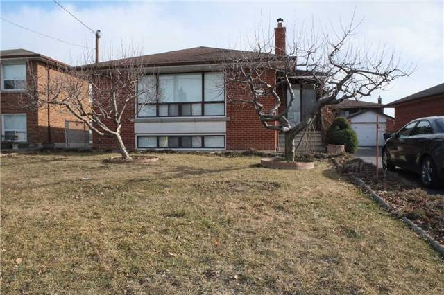 Main Photo: Upper 113 Lawnside Drive in Toronto: Rustic House (Bungalow-Raised) for lease (Toronto W04)  : MLS®# W4121191