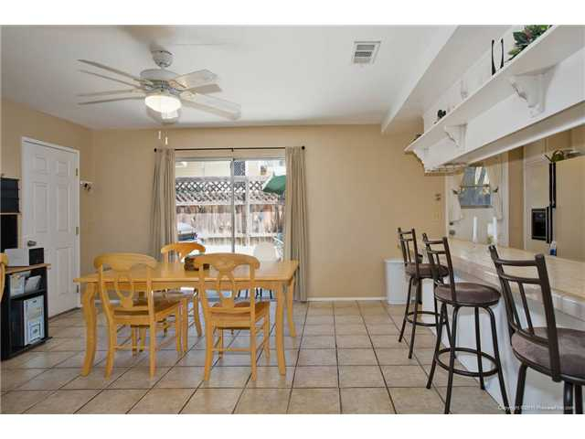 Photo 9: SPRING VALLEY House for sale : 3 bedrooms : 1015 MARIA