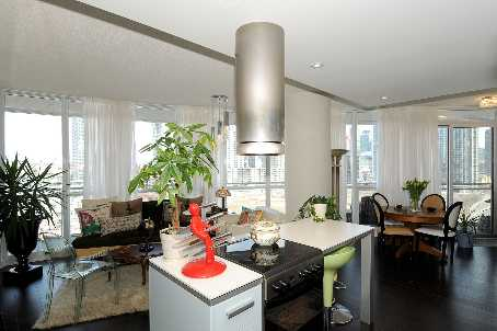 Photo 2: 7 38 Dan Leckie Way in Toronto: Waterfront Communities C1 Condo for sale (Toronto C01)  : MLS(r) # C2602663
