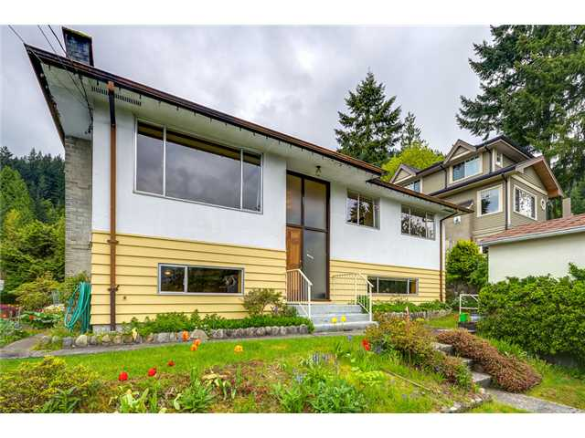 Main Photo: 4377 MOUNTAIN Highway in North Vancouver: Lynn Valley House for sale : MLS® # V1062328