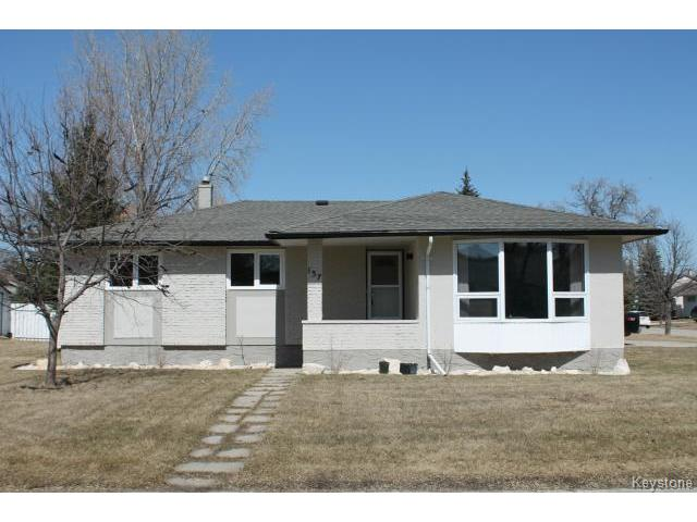 Main Photo: 137 Freemont Bay in WINNIPEG: Westwood / Crestview Residential for sale (West Winnipeg)  : MLS® # 1508634