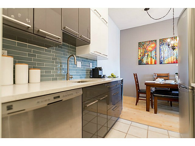 "Main Photo: 214 1345 W 15TH Avenue in Vancouver: Fairview VW Condo for sale in ""SUNRISE WEST"" (Vancouver West)  : MLS(r) # V1118182"