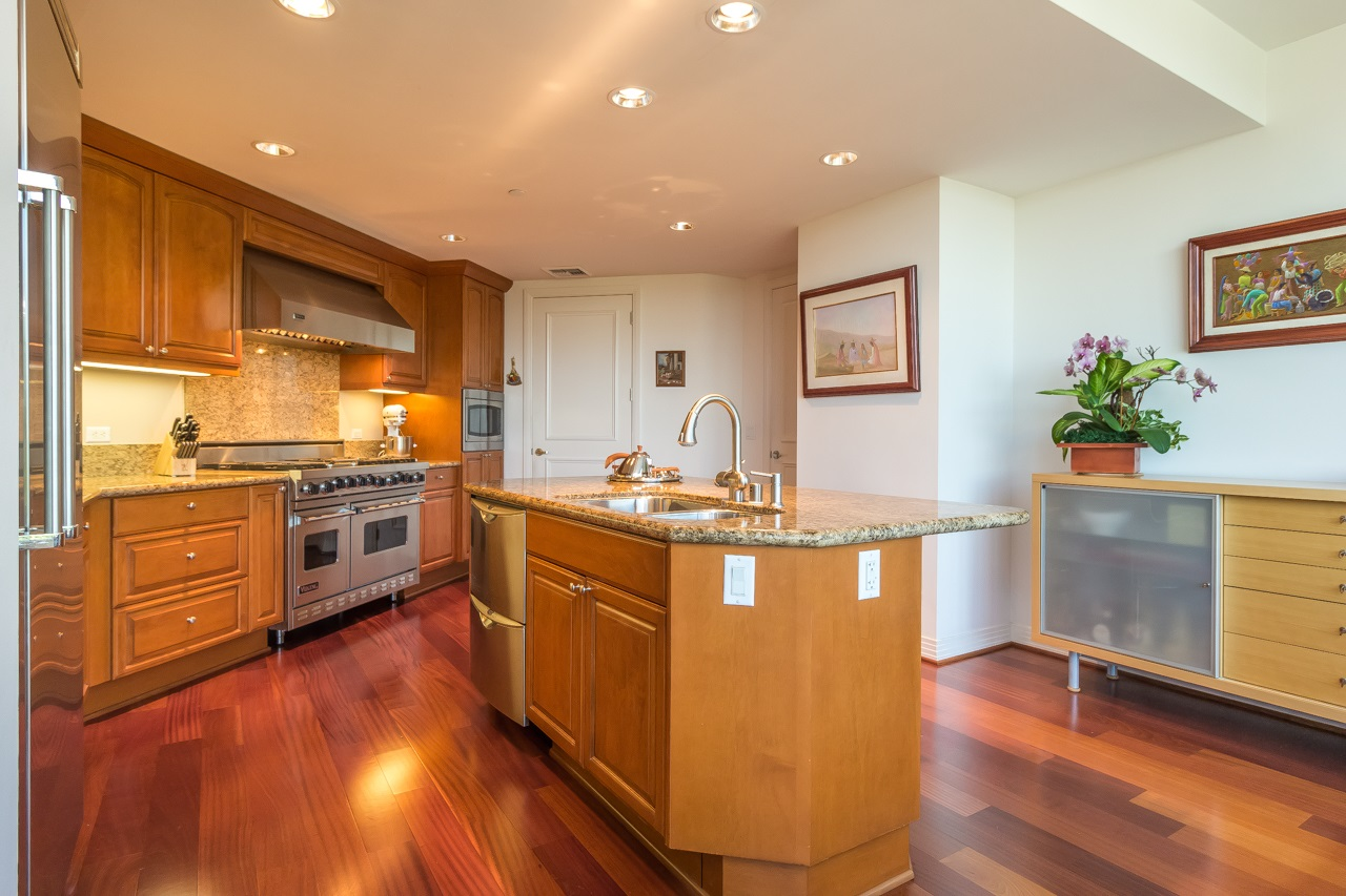 Photo 14: SAN DIEGO Condo for sale : 2 bedrooms : 2500 6th Avenue #506