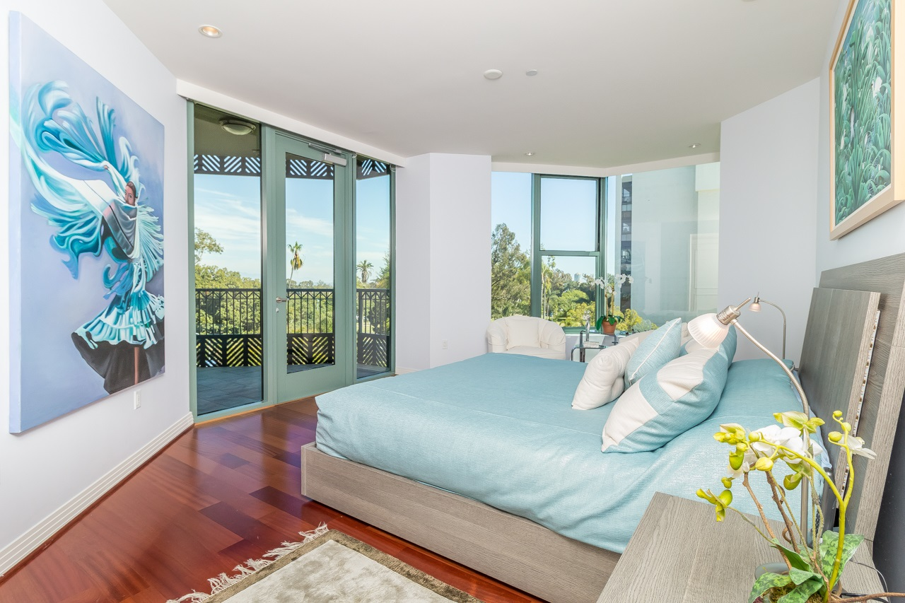 Photo 12: SAN DIEGO Condo for sale : 2 bedrooms : 2500 6th Avenue #506