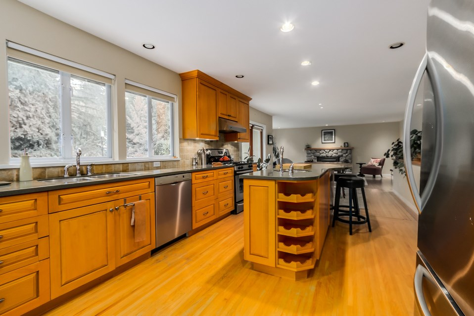 Photo 8: 1520 EDGEWATER Lane in North Vancouver: Seymour House for sale : MLS(r) # R2014059