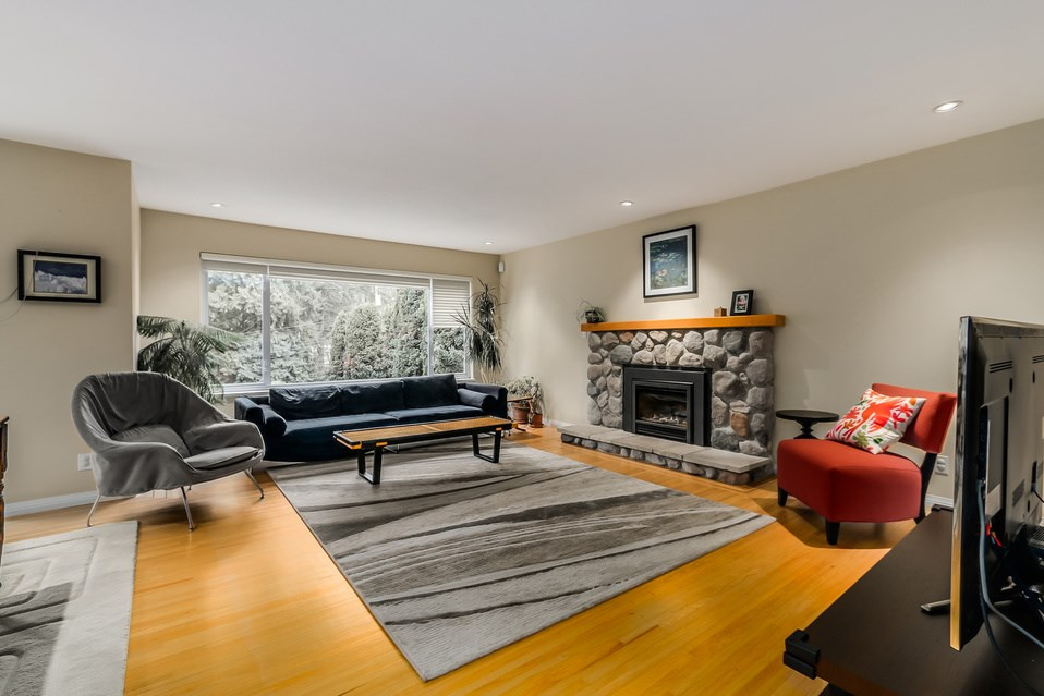 Photo 4: 1520 EDGEWATER Lane in North Vancouver: Seymour House for sale : MLS(r) # R2014059