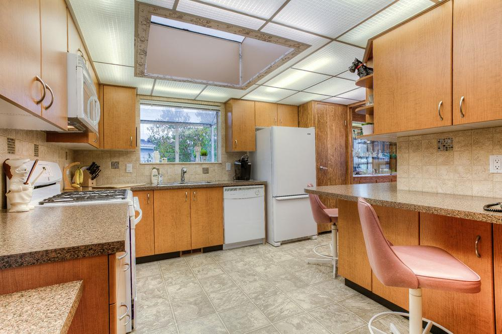Photo 6: 28 145 KING EDWARD Street in Coquitlam: Maillardville Manufactured Home for sale : MLS® # R2014423
