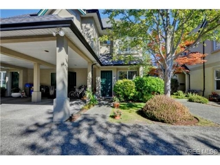 Main Photo: 4 2633 Shelbourne Street in VICTORIA: Vi Jubilee Townhouse for sale (Victoria)  : MLS® # 369788