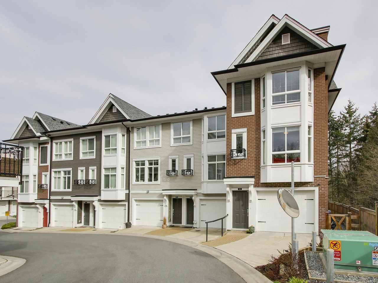 "Main Photo: 81 14433 60 Avenue in Surrey: Sullivan Station Townhouse for sale in ""Brixton"" : MLS® # R2152345"