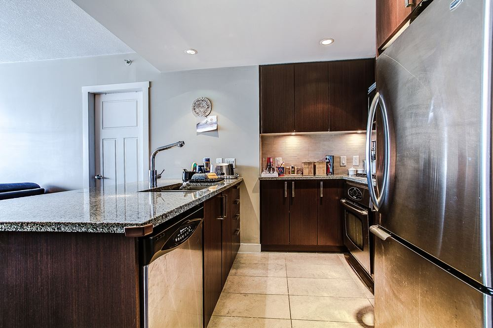 "Photo 9: 3004 2978 GLEN Drive in Coquitlam: North Coquitlam Condo for sale in ""GRAND CENTRAL"" : MLS(r) # R2166463"
