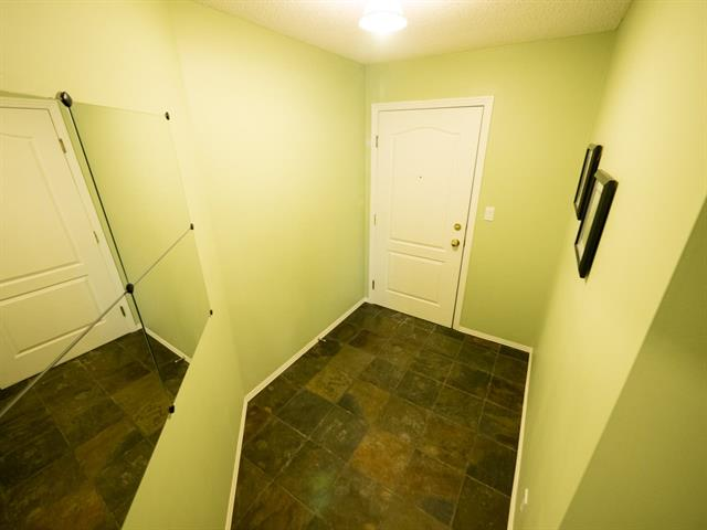 Photo 2: #202 9640 105 ST NW in Edmonton: Zone 12 Condo for sale : MLS(r) # E4055501
