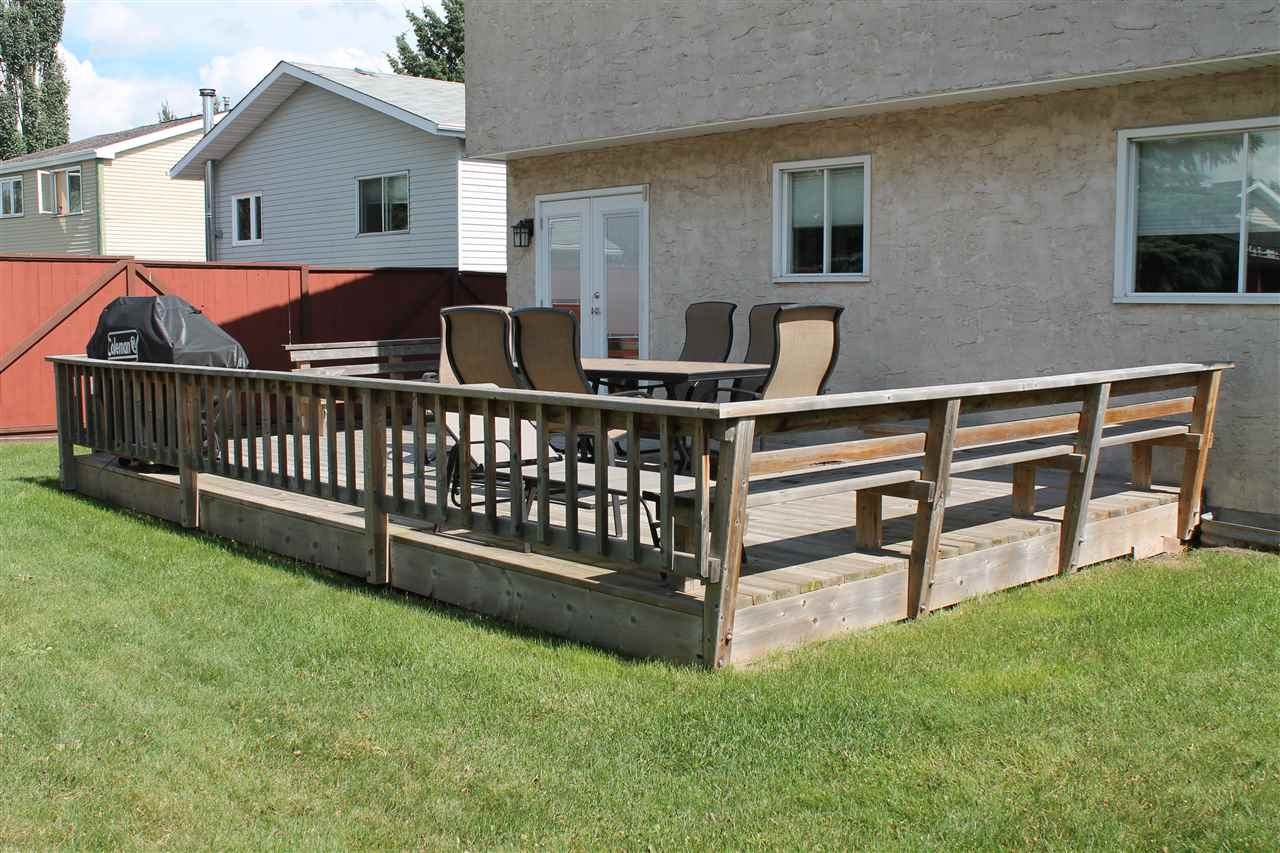 Large Deck With Built-In Benches