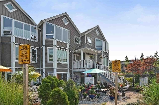 "Main Photo: 14832 BEACHVIEW Avenue: White Rock Townhouse for sale in ""Marine Court"" (South Surrey White Rock)  : MLS® # R2196404"