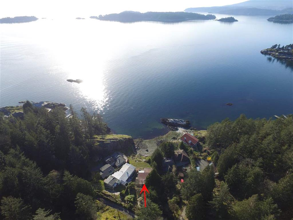 Main Photo: 594 Holdings Road in Bowen Island: Bowen Bay House for sale : MLS®# R2152973