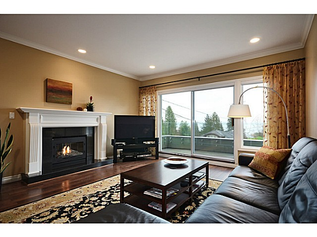 "Photo 11: 2557 LAWSON Avenue in West Vancouver: Dundarave House for sale in ""DUNDARAVE"" : MLS® # V1044897"