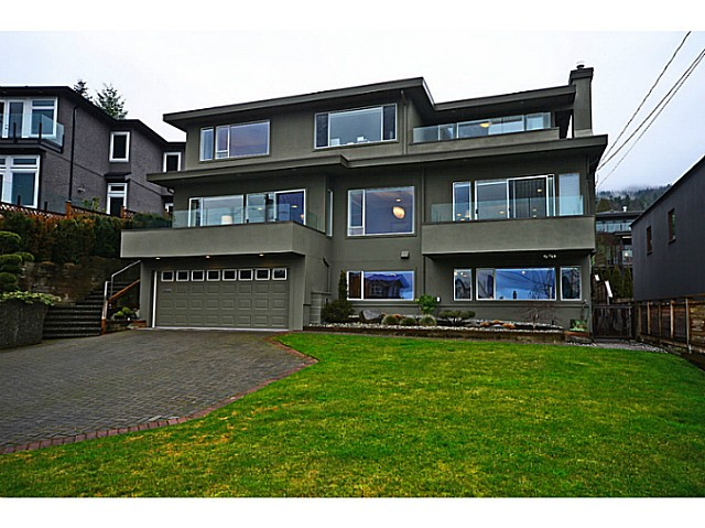 "Main Photo: 2557 LAWSON Avenue in West Vancouver: Dundarave House for sale in ""DUNDARAVE"" : MLS®# V1044897"