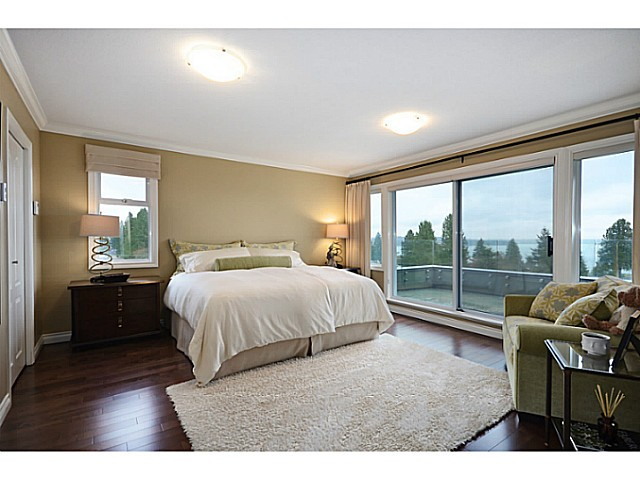 "Photo 13: 2557 LAWSON Avenue in West Vancouver: Dundarave House for sale in ""DUNDARAVE"" : MLS® # V1044897"