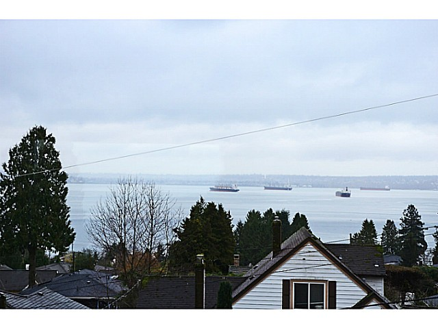 "Photo 18: 2557 LAWSON Avenue in West Vancouver: Dundarave House for sale in ""DUNDARAVE"" : MLS® # V1044897"