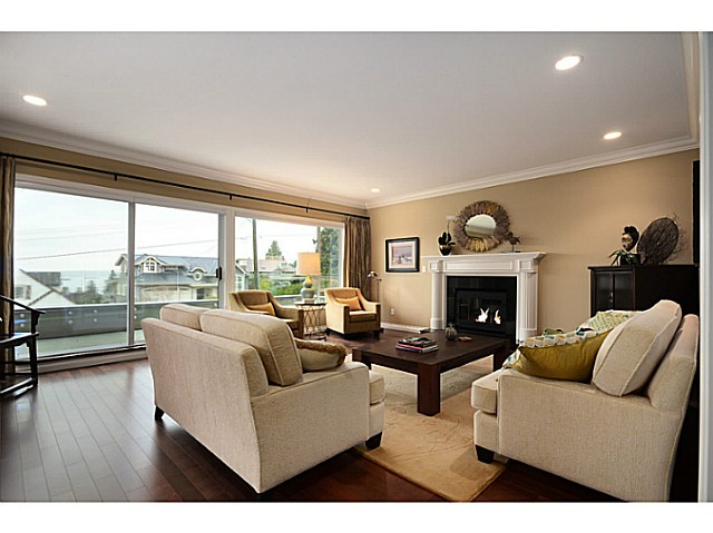 "Photo 3: 2557 LAWSON Avenue in West Vancouver: Dundarave House for sale in ""DUNDARAVE"" : MLS® # V1044897"