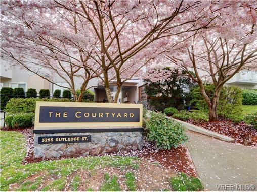 Main Photo: 4 3255 Rutledge Street in VICTORIA: SE Quadra Townhouse for sale (Saanich East)  : MLS® # 362080