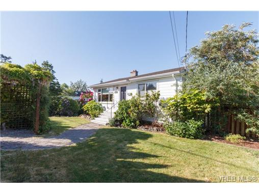 Main Photo: VICTORIA + WEST SAANICH REAL ESTATE = TILLICUM HOME For Sale SOLD With Ann Watley