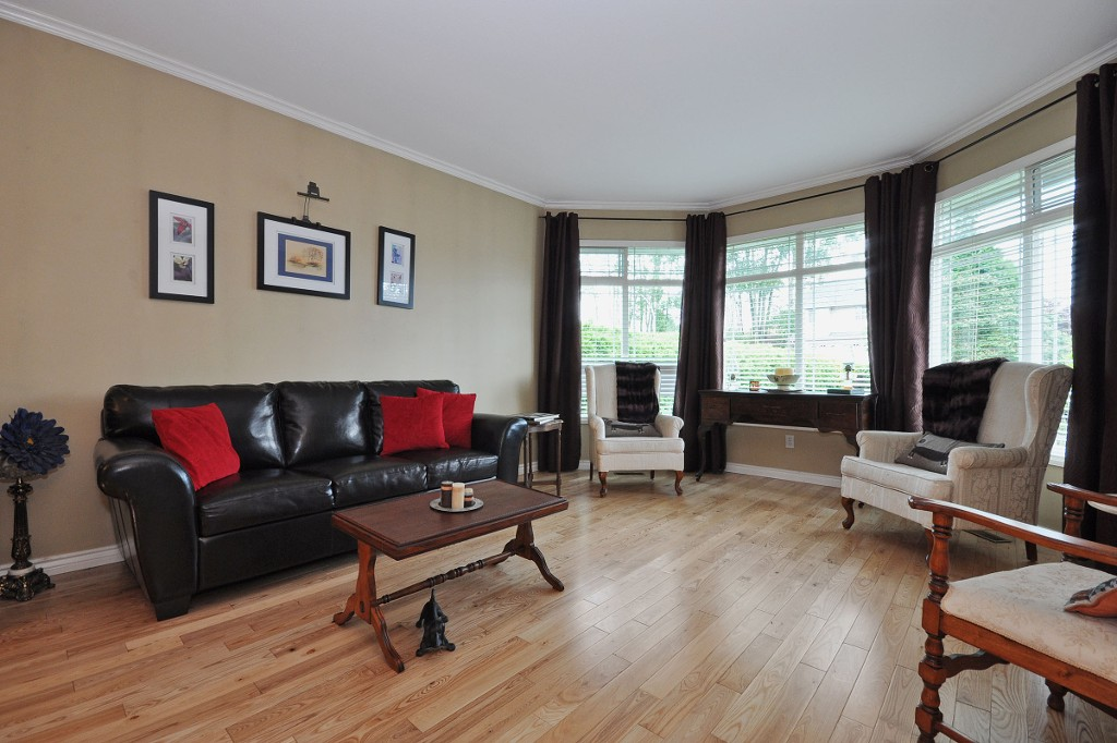 Photo 2: 3311 FIRHILL Drive in Abbotsford: Abbotsford West House for sale : MLS(r) # R2081249