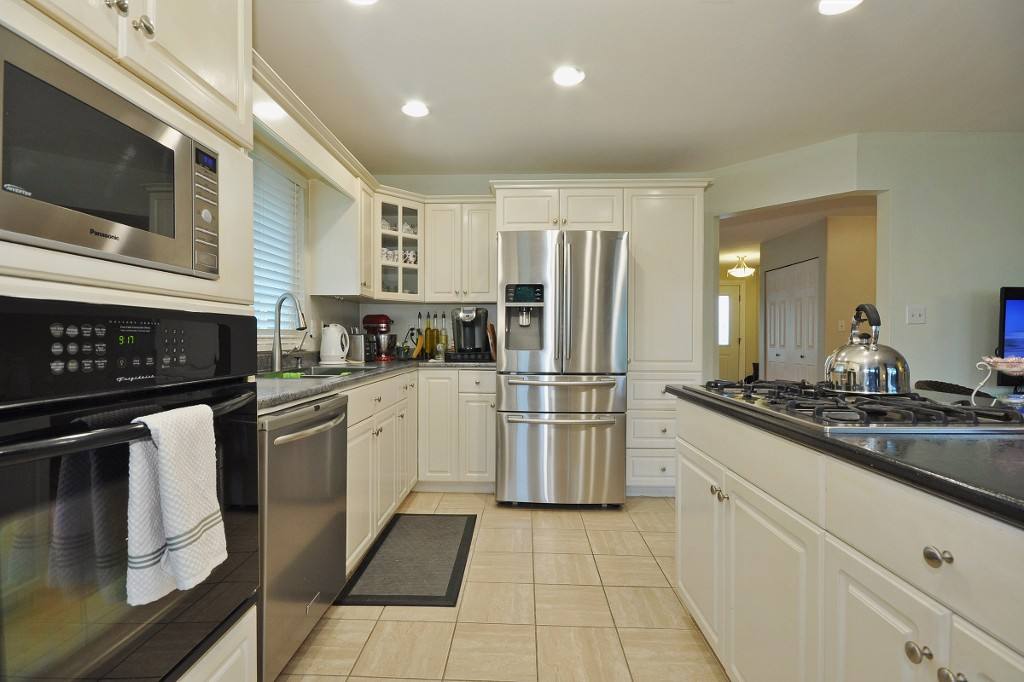 Photo 5: 3311 FIRHILL Drive in Abbotsford: Abbotsford West House for sale : MLS(r) # R2081249