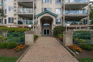 "Main Photo: 303 20443 53 Avenue in Langley: Langley City Condo for sale in ""COUNTRYSIDE ESTATES"" : MLS®# R2097709"