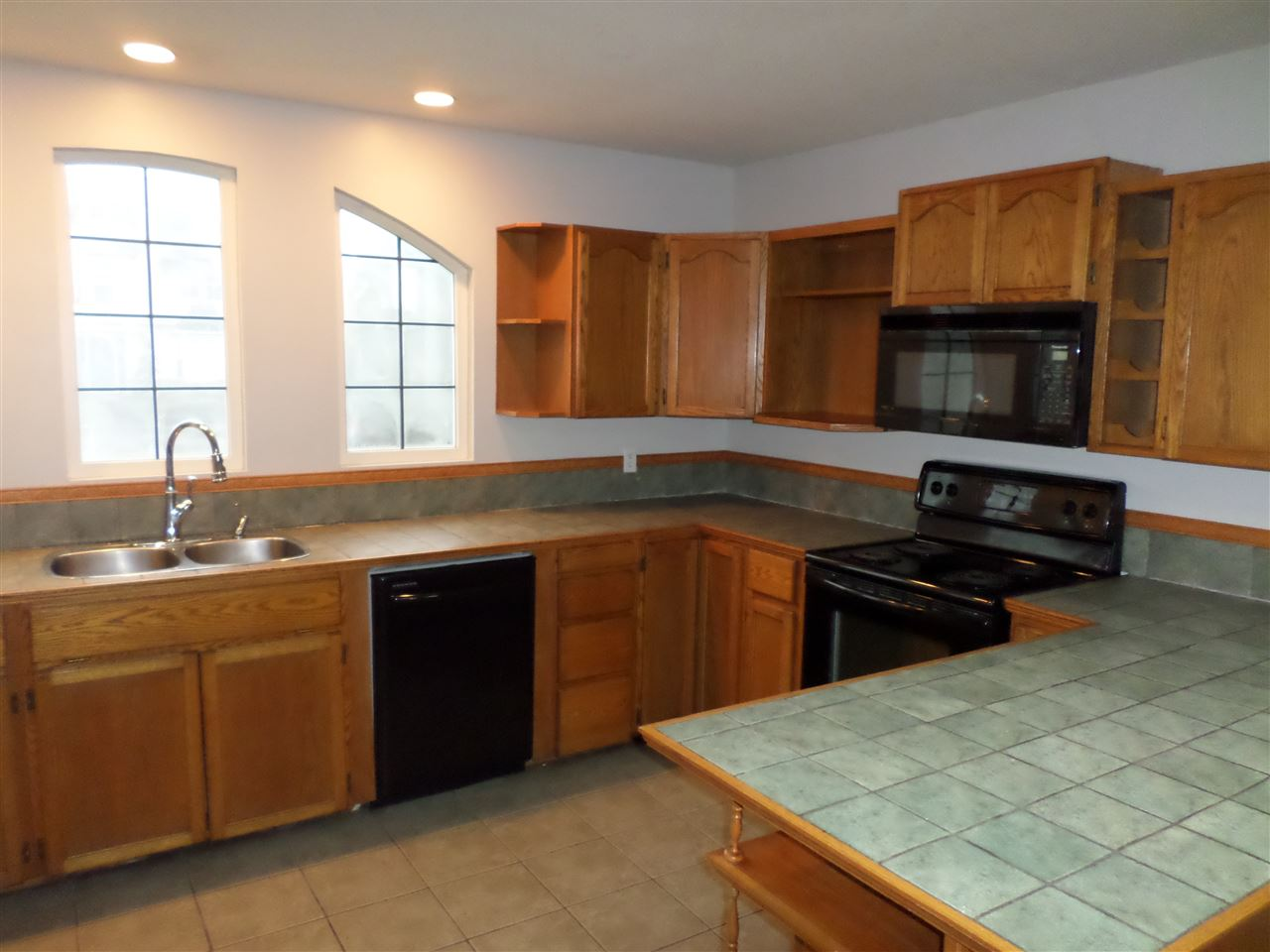 Photo 3: 5601 GILLIAN Place in Sardis: Vedder S Watson-Promontory House for sale : MLS(r) # R2128886